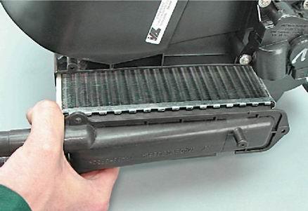 как поменять радиатор печки на киа шума 2 видео